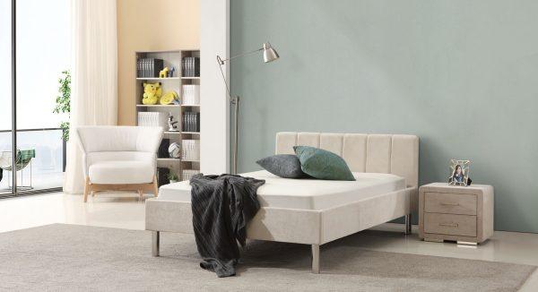 מיטת נוער דגם אדם על רקע חדר נוער.