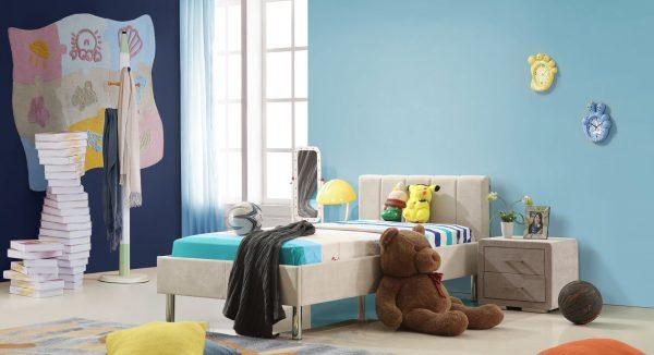 מיטת ילדים אדם על רקע חדר ילדים