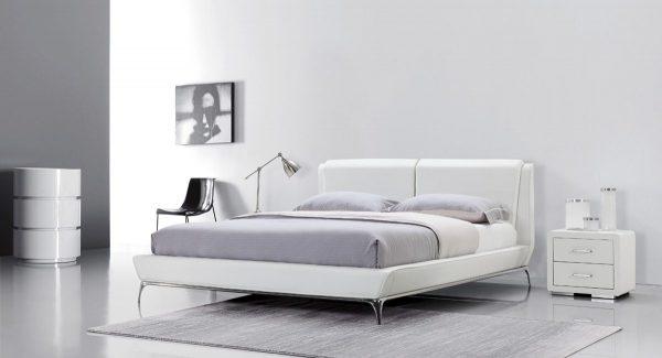 מיטה זוגית בארט מרופדת דמוי עור בצבע לבן תמונת רקע