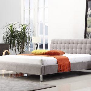 מיטה זוגית קורל מרופדת בד בצבע אפור בהיר תמונת רקע