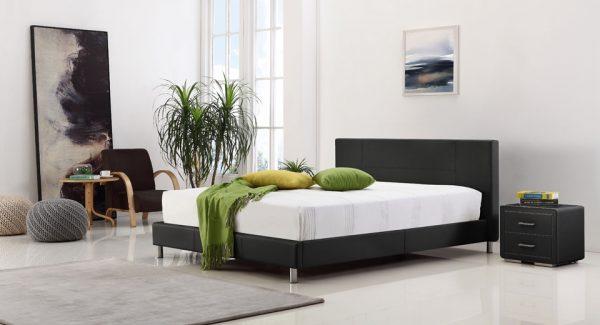 חדר שינה עם מיטה זוגית מעוצבת מרופדת דמוי עור שחור דגם קליק