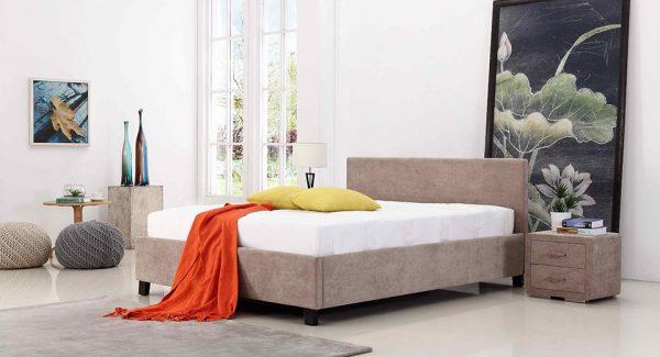 מיטה זוגית פרלין עם ארגז מצעים מרופדת בד בצבע חום אפרפר תמונת רקע