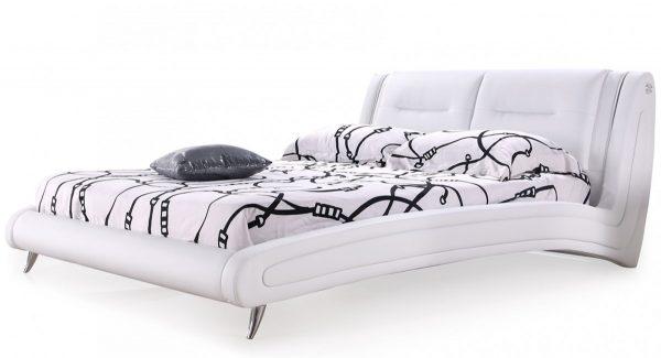 מיטה זוגית ויקטוריה מרופדת דמוי עור בצבע לבן צילום זוית 45
